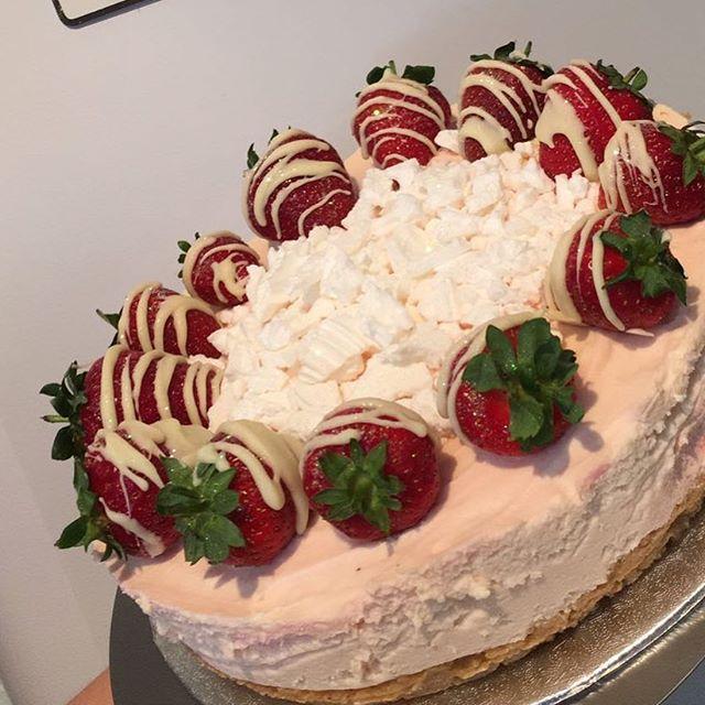 Eton mess cheesecake 🍓😍._._._._