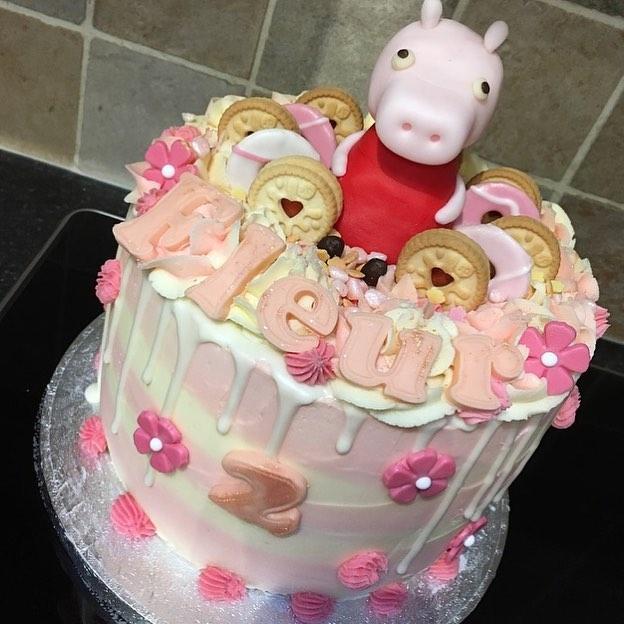Dreamy little Peppa Pig cake for Fleur's 2nd birthday. 🌸🙊🐷😍._._._._