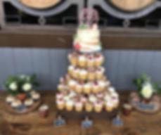 Semi naked vanilla & raspberry cake, wit