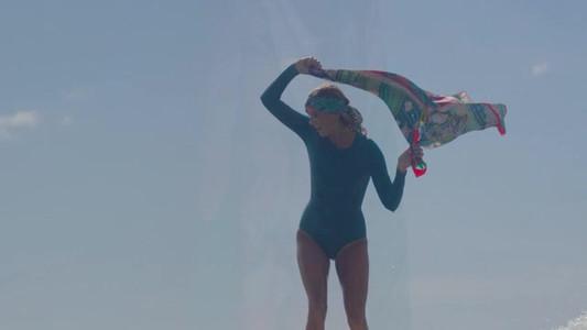 "Film Hermès Carrés ""Silk Waves""AH17"