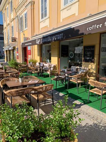 KaffeeWerkstadt mit neuem Gastgarten