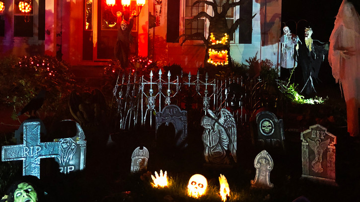 525 & 533 Main Street: Spooktacular House(s) of the Day!