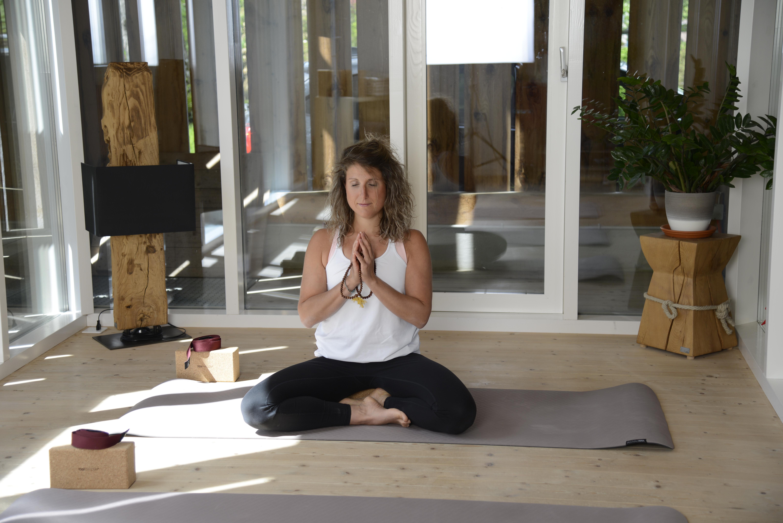 Yoga Anusara Elements mit Meditation