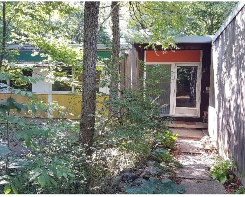 Mid Century Modern home in Lansing
