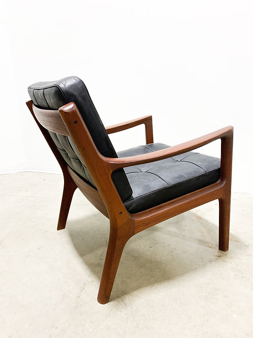 Ole Wanscher Teak Senator chair with leather cushions