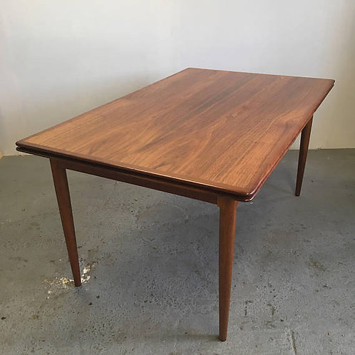 moreddi dining table, kai kristiansen