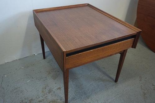Mid Century Modern Dillingham Side table