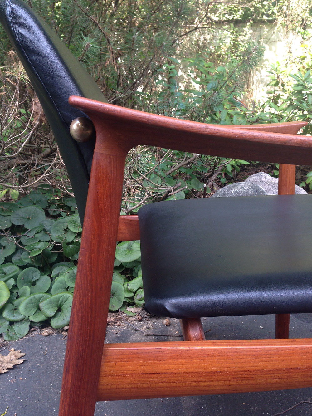 vintage chair, mid-century black leather chair