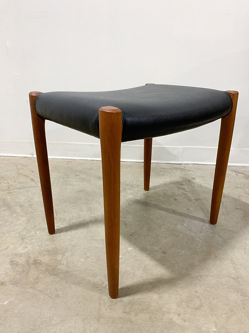 Moller teak stool
