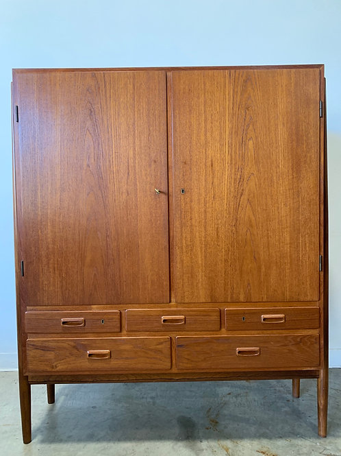 Niels Vodder NV-57 Rosewood and Teak cabinet