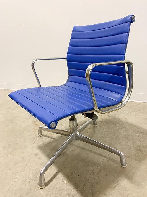 Eames Aluminum Group Tilt Chair