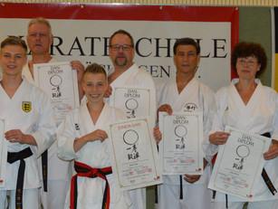 Lehrgang und Dan-Prüfung bei der Karateschule
