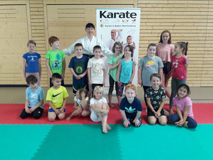 Bewegung macht stark: Kinderferienprogramm bei der Karateschule