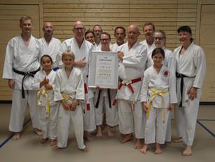 Die Karateschule erhält das Zertifikat des KVBW