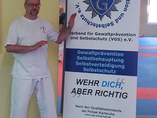 """SV-Trainer Jörg Stein absolviert Seminar """"Wehr dich, aber richtig"""""""