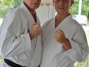 Die Karateschule hat jetzt zwei Träger des 6. Dan
