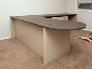 Corner Desk with Meeting Bulb