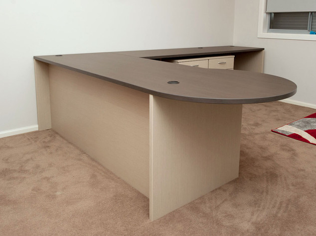 Corner Desk with Meeting Bulb