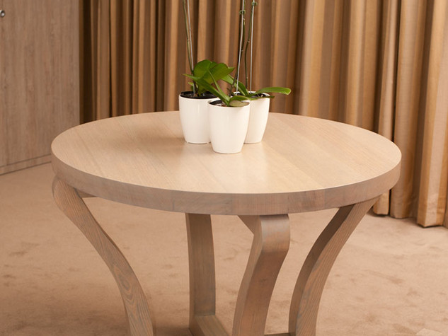 Round Table with curved legs