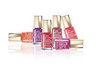Egayez grace à un large choix (panel) de couleurs vos mains.