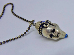Kopf in Silber mit blauem Achat