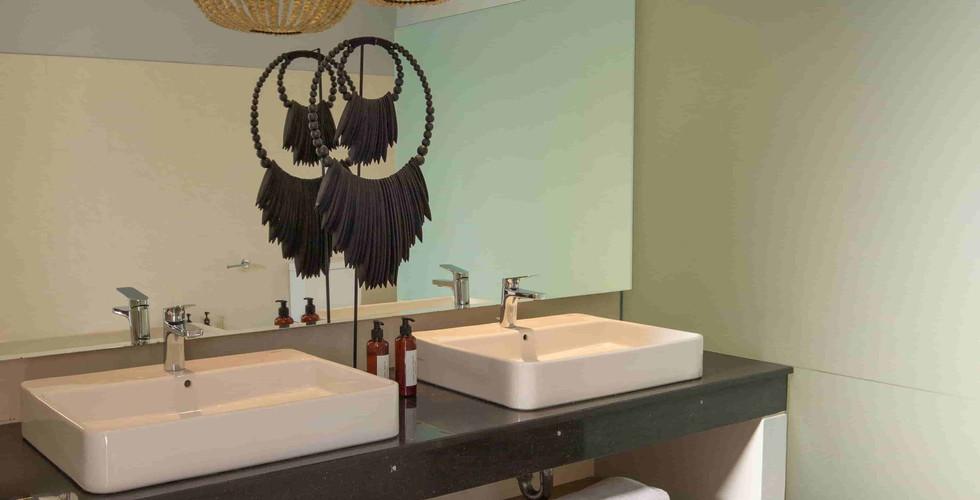 Origin Seminyak 1 Bedroom bathroom