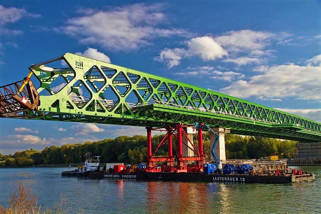 Most_přes_Dunaj