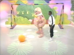 Garth Crooks teaches Blobby footie!