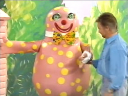 Noel and Mr Blobby build a shed.