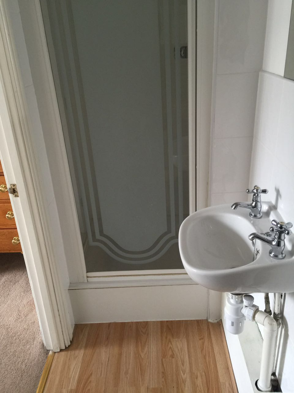 Ensuite 浴室1