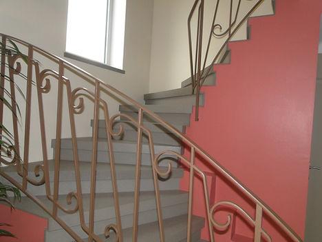 Escalier relooké avec des dalles de Béton ciré