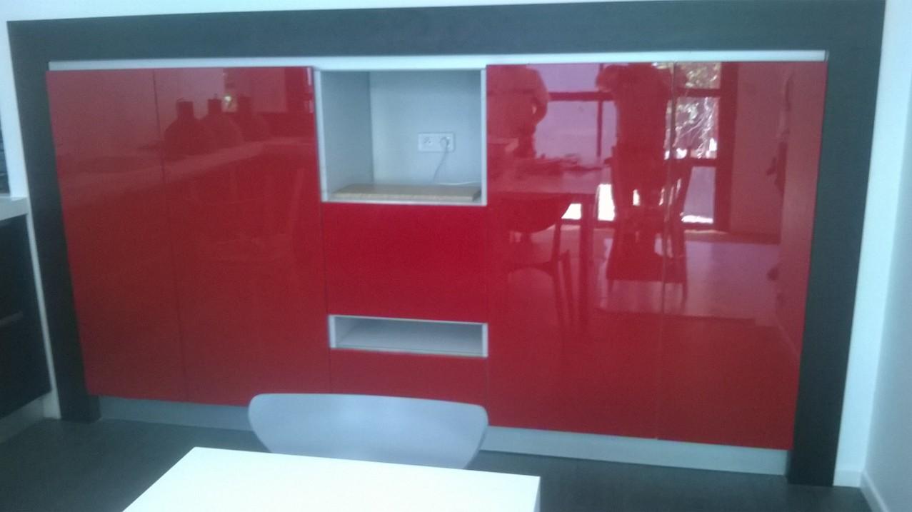 Fabrication cuisine laquée rouge