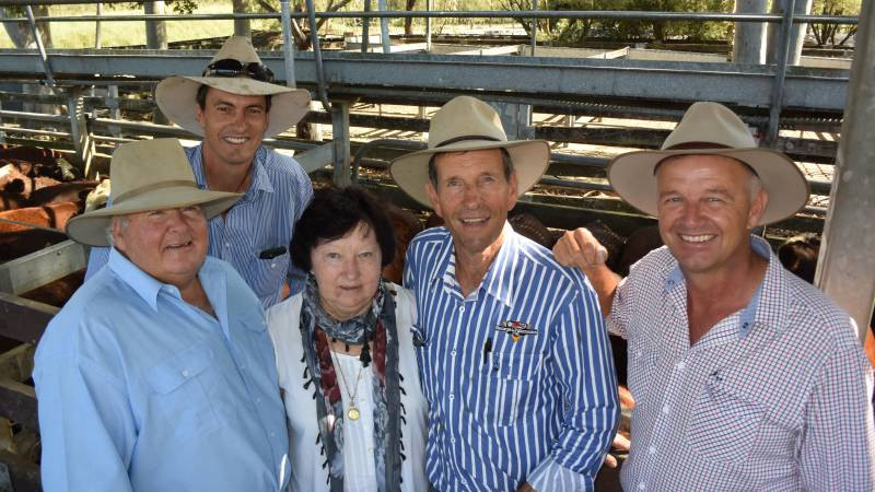 ​  John Smith, Woodenbong; Michael MacCue, 'Wilga' Bellata; Maree Smith, Woodenbong; Arch Northam, George and Furhmann, Casino and Bob Jamieson, Inverell blocking our view of the champion pen of Santa cross weaners that sold to 382 cents/kg for $1407