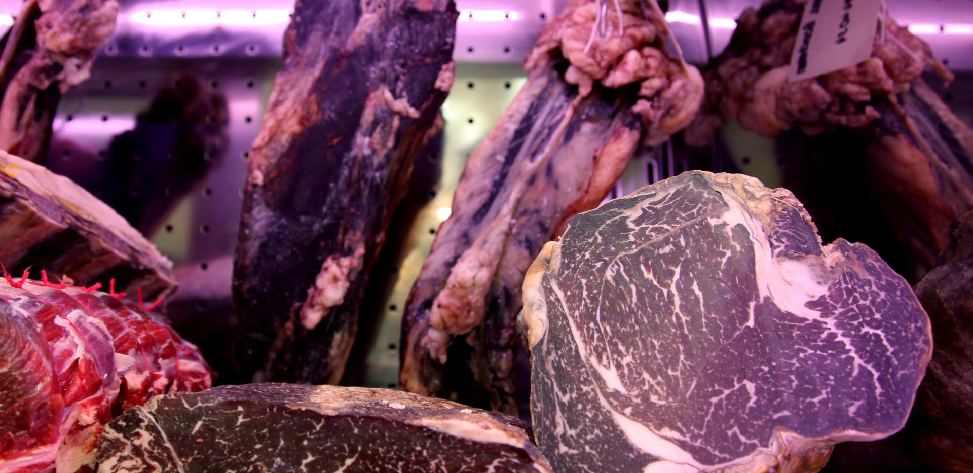 Faux-filet maturé fumé de Holstein et
