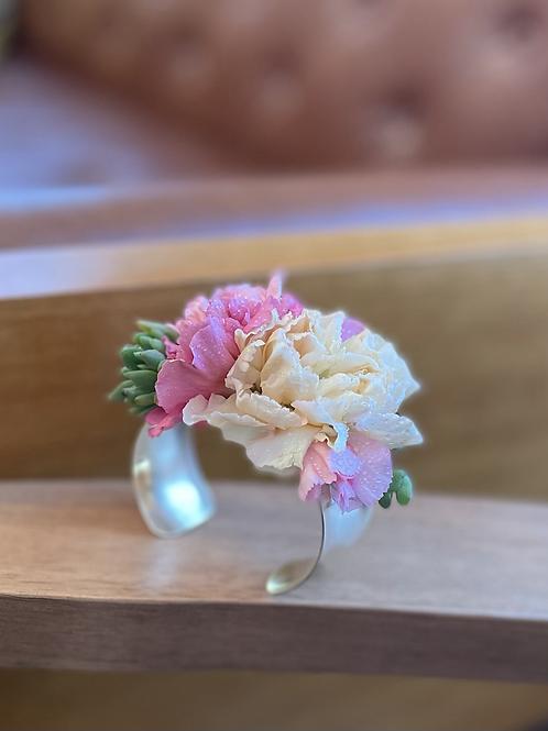Freah Floral cuff