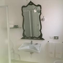 bagno per diversamente abili - bathroom for the disabled