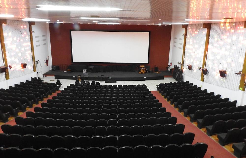 Cine Com-Tur/UEL suspende sessões - Londrimoney