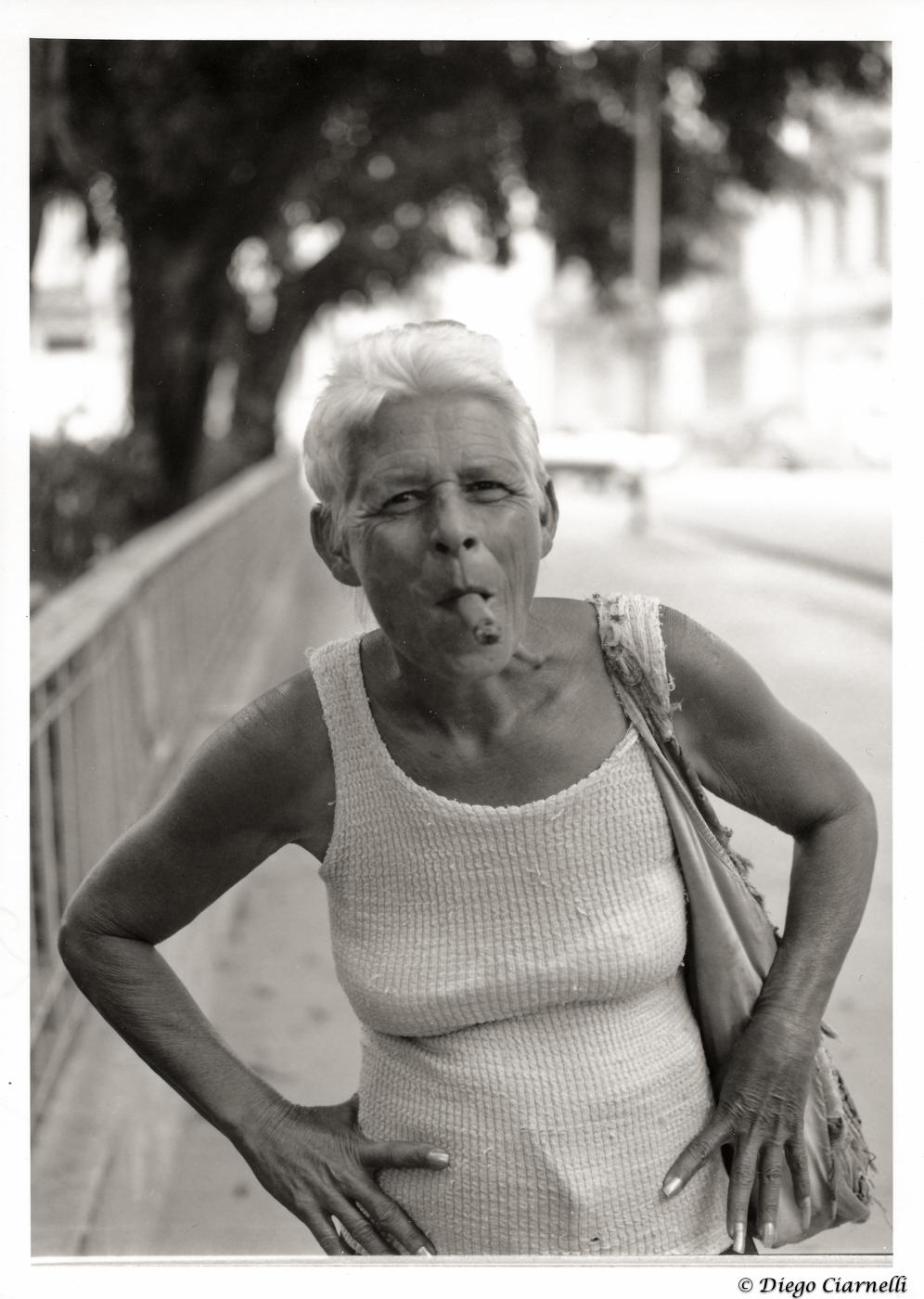 Cubana con sigaro.jpg