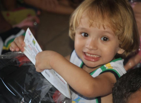 Senador Canedo [Social]: Natal do Bem entrega brinquedos nos cmeis.