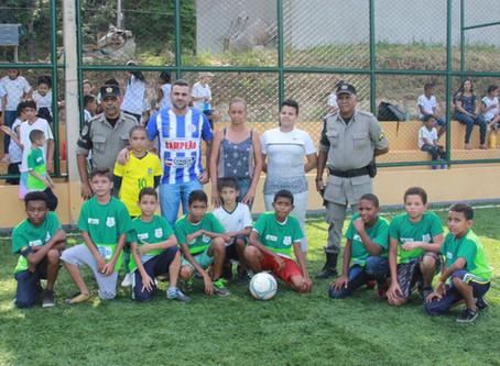 [Educação e Esporte] Alunos da rede municipal participam de torneio de futebol com Batalhão Escolar