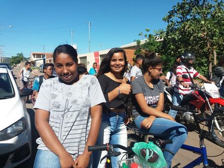 Senador Canedo: Passeio Ciclístico reúne estudantes e moradores no Residencial Laranjeiras.