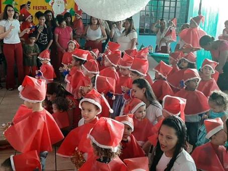 Senador Canedo [Social]: Confraternização Natalina encanta presentes no Cmei Teófilo Tavares.