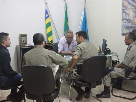 Prefeito Divino Lemes se reúne com a Polícia Militar para discutir a otimização da segurança pública