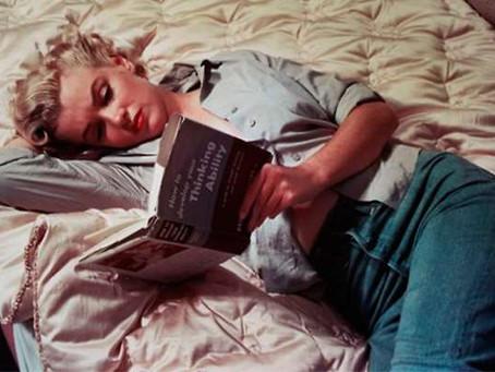 7 razões para você começar já a ler antes de dormir.