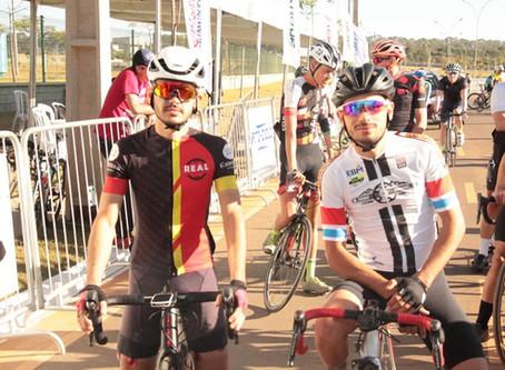 Senador Canedo [Esportes]: Segundo dia de prova reúne atletas master do ciclismo.