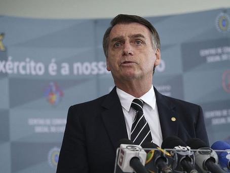 Bolsonaro aumenta jornada de trabalho para bancários; agências funcionarão aos sábados.