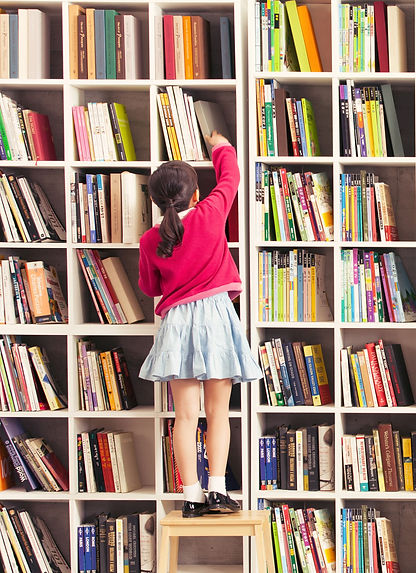 Girl%20with%20Bookshelves_edited.jpg