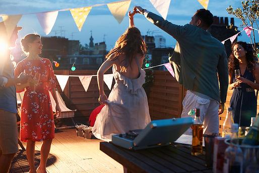 Dancing at mariage