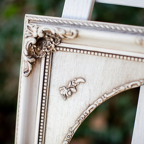 11x17 antique cream ornate frame with oval inlay