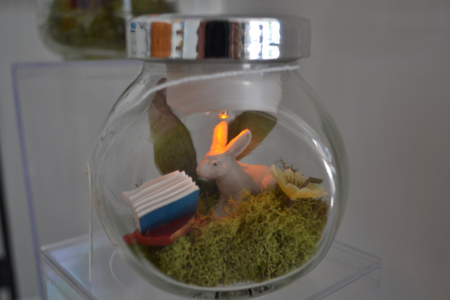 reading rabbit miniature lamp